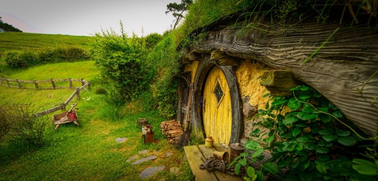 A hobbit house in The Fellowship of the Ring