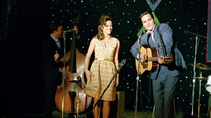Johnny and June on stage in Walk the Line