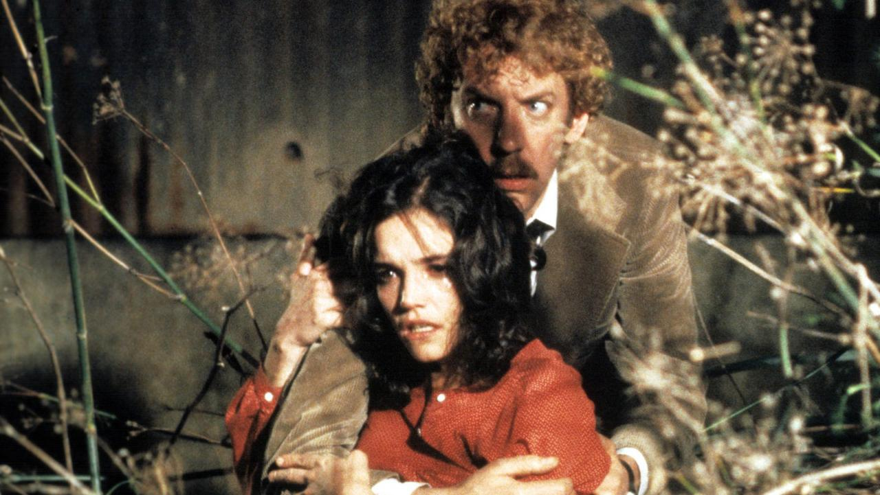 Matthew and Elizabeth hide in Invasion of the Body Snatchers