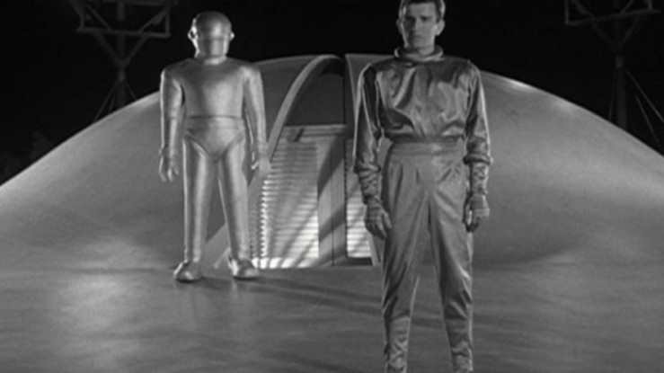 Klaatu tells earth that he comes in peace in The Day the Earth Stood Still